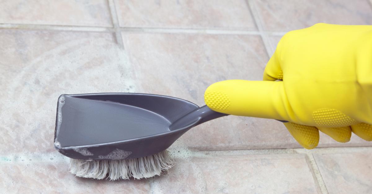 tak-perlu-tukang-ini-cara-membersihkan-nat-keramik-dan-perbaikannya